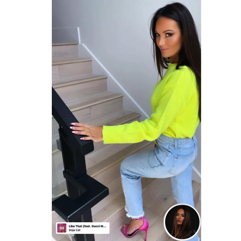Lisa Barlow's Neon Yellow Sweater